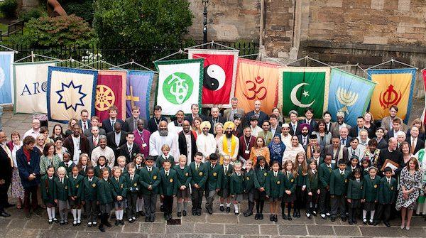 """Đại diện của 23 truyền thống tôn giáo lớn khác tại hội nghị """"Tôn giáo trong tương lai"""", ở Bristol, Vương quốc Anh."""